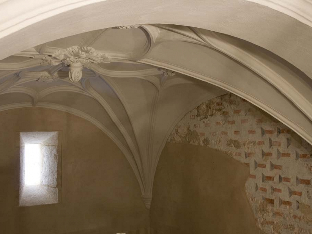 Detalle de la bóveda y de las pinturas murales restauradas