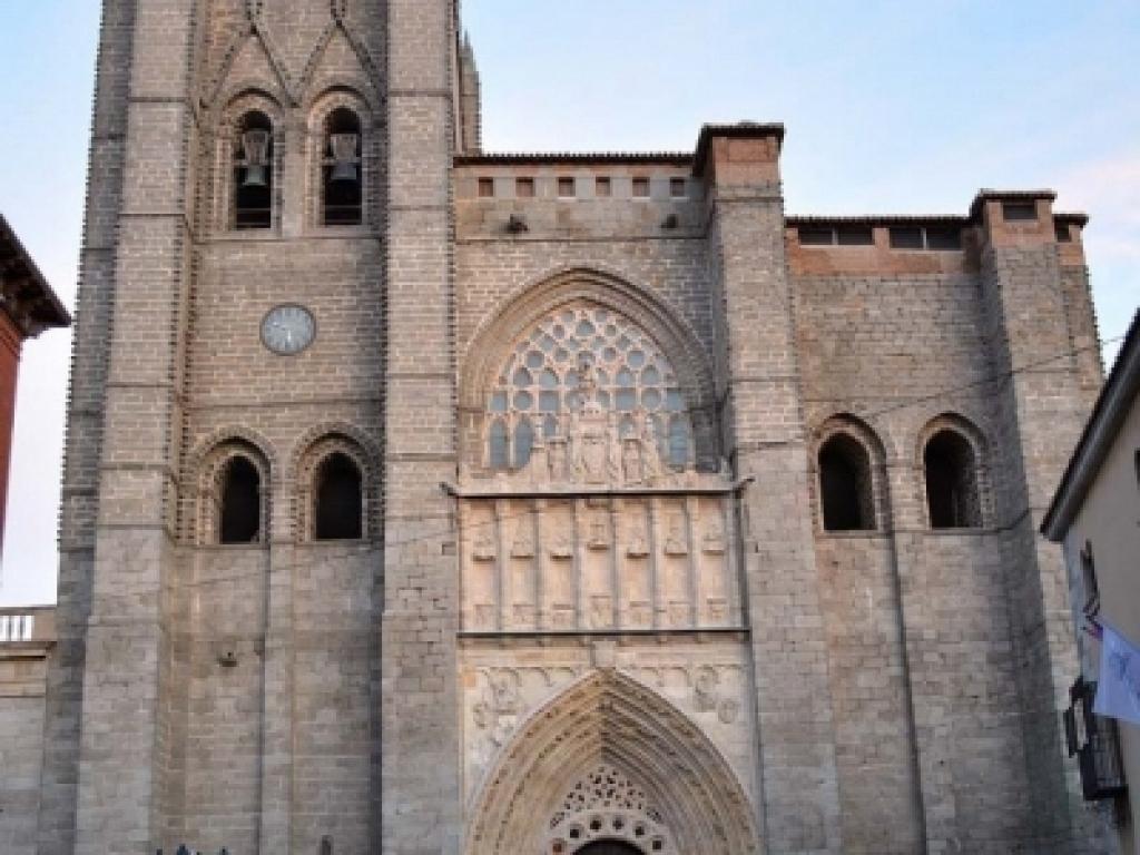Ávila - Fachada occidental de la catedral
