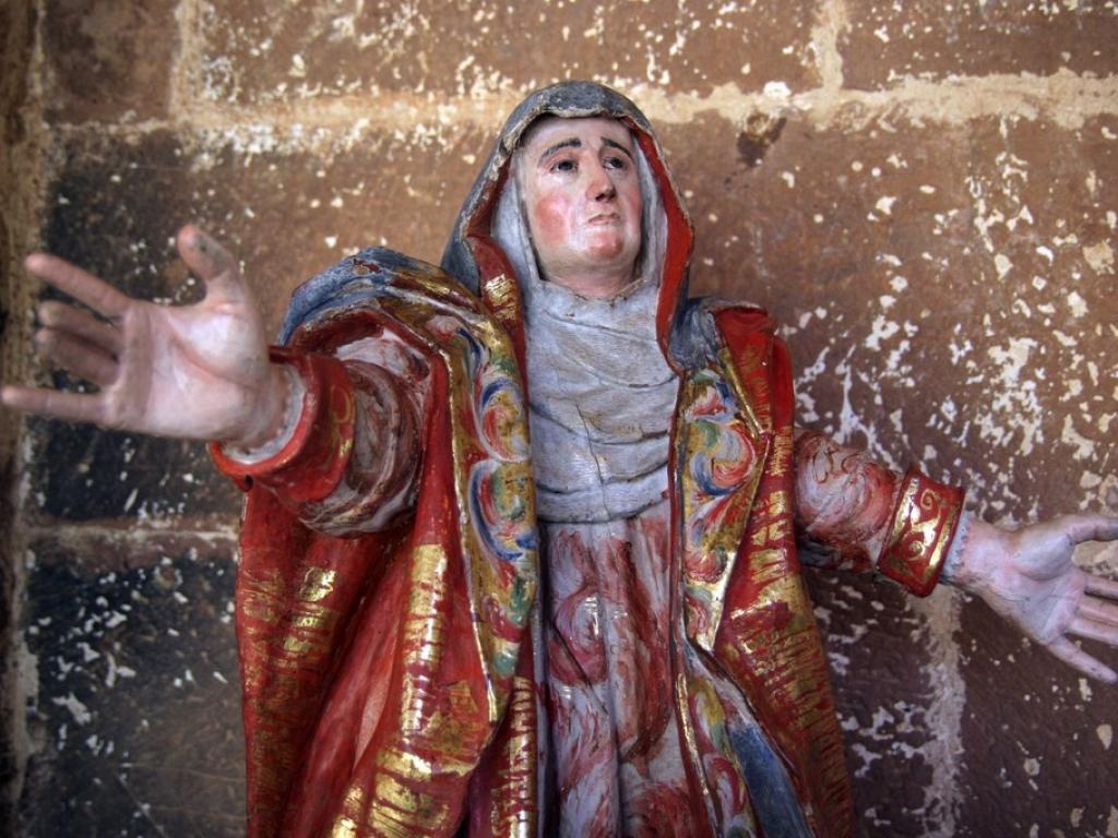 Detalle del proceso de restauración del retablo