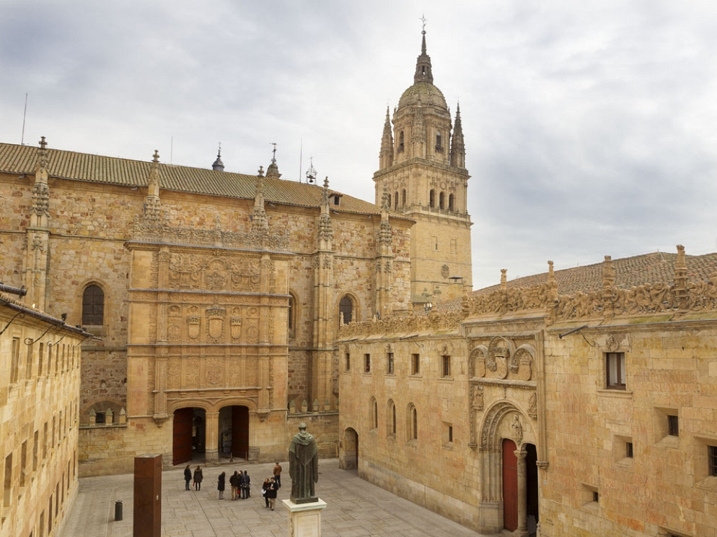 Salamanca- Fachada de las Escuelas Mayores de la Universidad