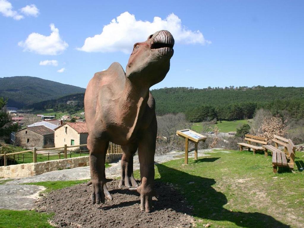 Acondicionamiento de icnitas de dinosaurio en el yacimiento de El Frontal I-Regumiel de la Sierra
