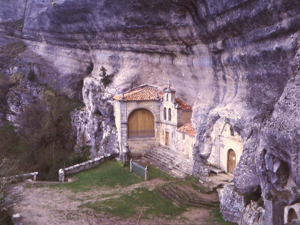 Cueva de San Bernabé de Ojo Guareña-Merindad de Sotoscueva