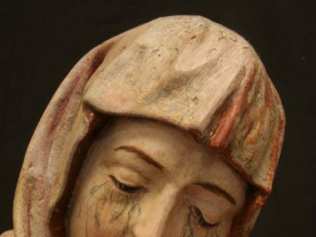 Detalle de una de las figuras del Calvario tras la restauración